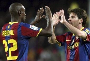 Eric Abidal e Lionel Messi (foto: Ansa)