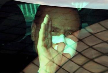 Berlusconi_Lascia_OspedaleR375.jpg