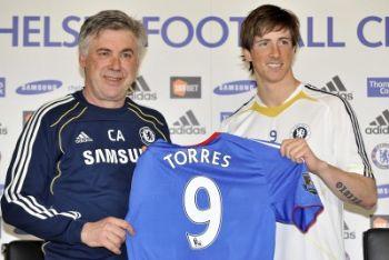 Torres con la sua nuova maglia del Chelsea e Ancelotti