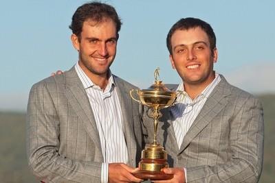 I fratelli Molinari con la Ryder Cup (foto Ansa)