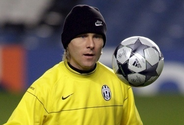 Nedved_training_R375_25feb09_phixr.jpg