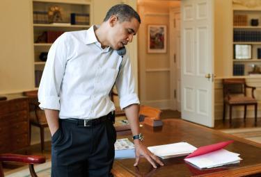 Obama_TelefonoR375.jpg