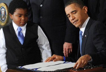 Obama_firma_riforma_sanitaR375.jpg