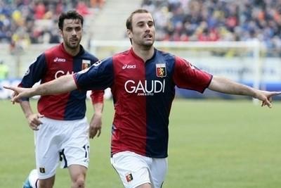 Palacio, attaccante del Genoa (Foto Ansa)