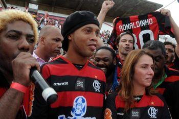Ronaldinho alla presentazione nel Flamengo