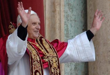 Ratzinger_ElezioneR375.jpg