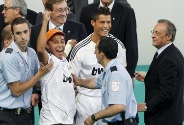 Ronaldo_fan_R375_8lug09_phixr.jpg