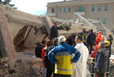 Terremoto_Abruzzo_SoccorsiR375_06apr09.jpg