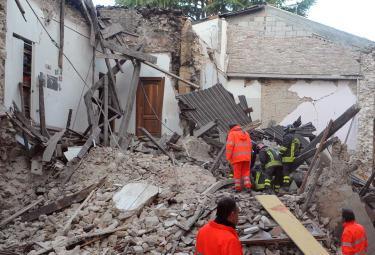 Terremoto_Aquila_ricercheR375_06apr09.jpg