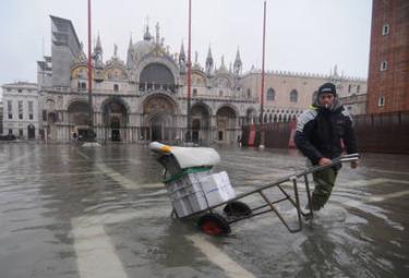 Venezia_Acqua_AltaR375.jpg