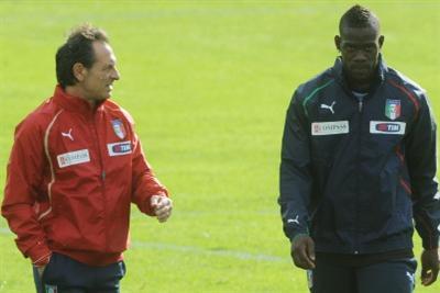 Mario Balotelli e Cesare Prandelli (foto Ansa)