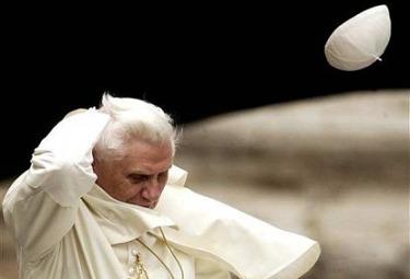 IL CASO/ Ecco i difensori dei diritti umani che vogliono arrestare il Papa in Gran Bretagna