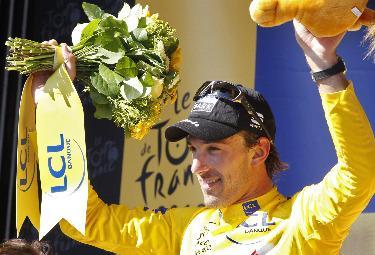 Cancellara in maglia gialla (Foto Ansa)