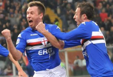 Cassano felice dopo un gol (Foto Ansa)