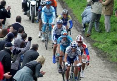 Parigi Roubaix in immagine di repertorio (Foto Ansa)