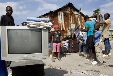 DIARIO HAITI/ Fiammetta: perché Pierre, con la moglie malata grave, ha deciso di restare al campo?