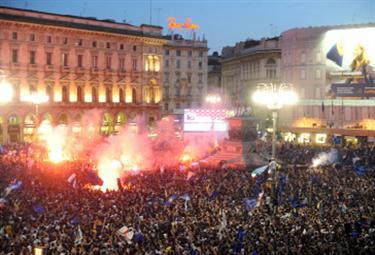 CHAMPIONS LEAGUE/ Inter Campione: video e fotogallery dei festeggiamenti in Piazza Duomo