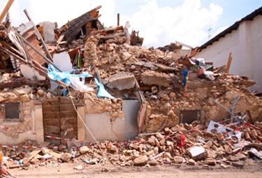 Una casa crollata (Foto: ANSA - archivio)