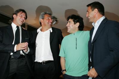 Bagni con Maradona, Nela e Giordano (Foto Ansa)