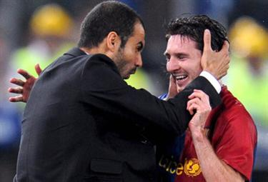 Guardiola con Messi (Foto Ansa)