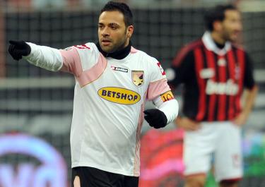 Capitan Miccoli autore del primo gol rosanero (ANSA)