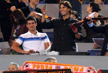 Nadal con Djokovic entrambi sorridenti (Foto Ansa)