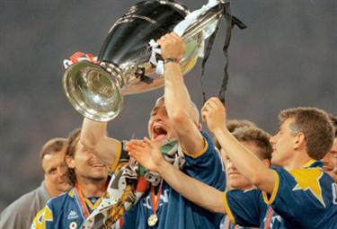 Ravanelli alza la Champions nel '96: bei tempi