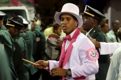Ronaldinho durante il carnevale a Rio (Foto Ansa)