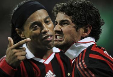 Ronaldinho con Pato (Foto Ansa)