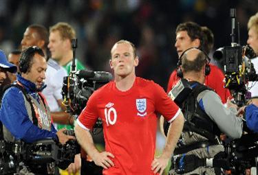 Wayne Rooney con la maglia dell'Inghilterra (foto Ansa)