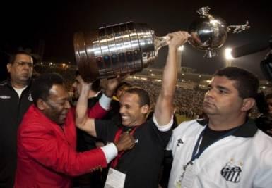 Santos festeggia con Pelè (Foto Ansa)