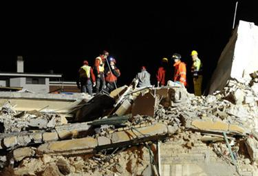 terremoto_soccorsinotteR375_7apr09.jpg