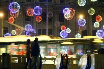 Luci natalizie a Bucarest (Foto Ansa)