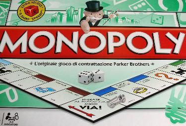 Il gioco del Monopoli (Foto Ansa)