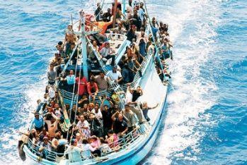 barcone_immigrati_R400.jpg