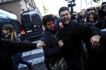 GUERRIGLIA A ROMA/ Foto, manifestazione studenti,  feriti e violenze per le strade del centro