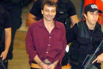Cesare Battisti arrestato in Brasile nel 2007 (Ansa)
