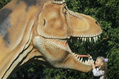 dinosauro_bambinaR400.jpg