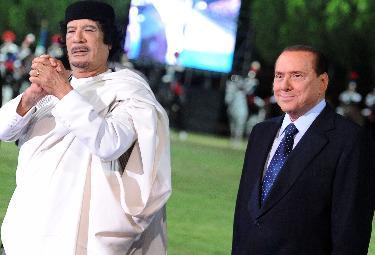 Gheddafi e Berlusconi (Ansa)