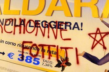 La stella delle BR ritrovata su un manifesto a Torino, foto Ansa