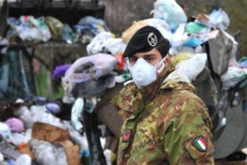 rifiuti_napoli_militari_R400.jpg