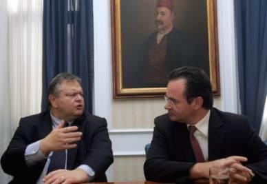 Evangelos Venizelos (d) e George Papaconstantinou (s)  - Ansa