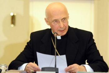 Il cardinale Angelo Bagnasco durante la prolusione di lunedì scorso (Foto Ansa)