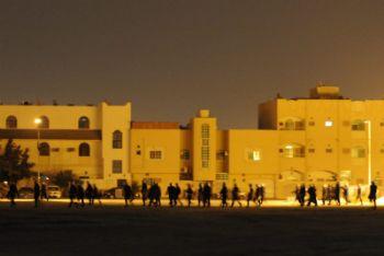 La polizia in azione nella notte a Manama (Foto Ansa)
