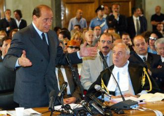 Silvio Berlusconi in tribunale (Ansa)