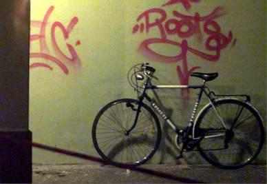 La bicicletta su cui viaggiava Biagi quando è stato freddato dalle BR (Foto Ansa)