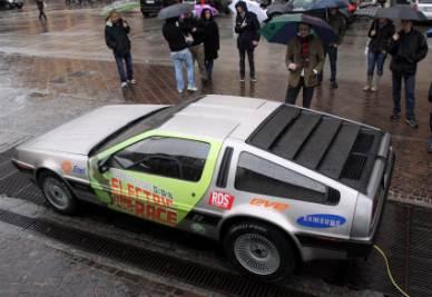 """La Deloran, celebre auto del film """"Ritorno al futuro"""", in versione elettrica (Foto Ansa)"""