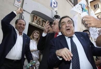 Di Pietro e Orlando in festa per i referendum (Ansa)