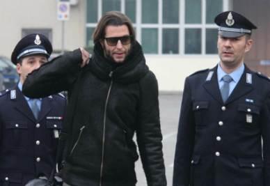 Cristiano Doni lascia il carcere di Cremona (Foto Ansa)