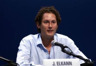 John Elkann sul palco del Meeting di Rimini (Foto Ansa)